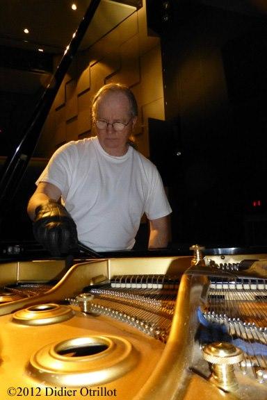 Tuning pianos